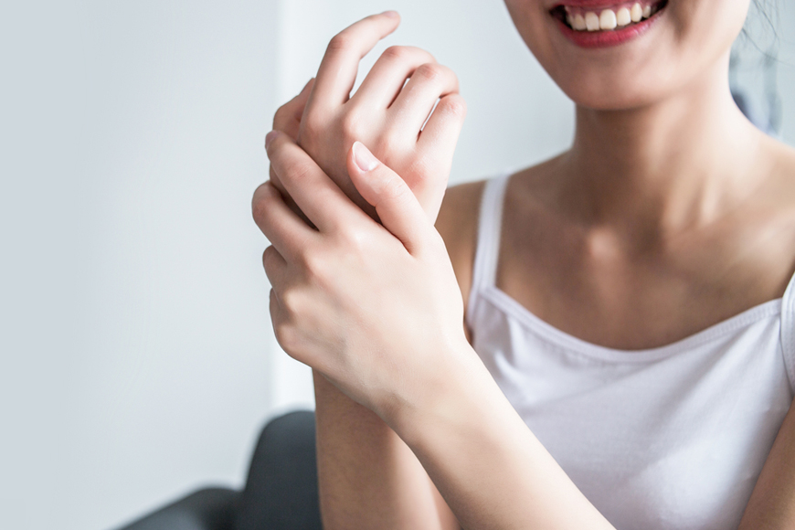 Hand cleaning and moisturising with Mediclinic