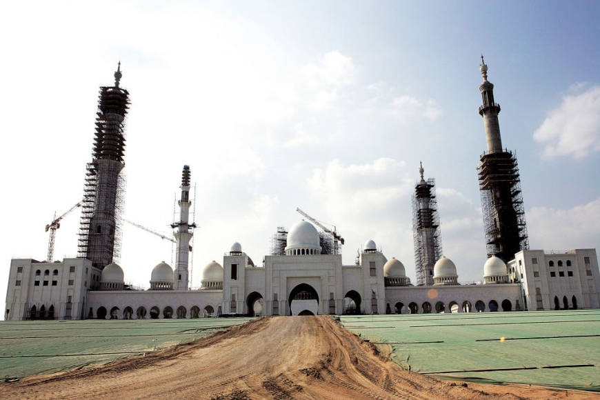 Sheikh Zayed Grand Mosque construction in Abu Dhabi history