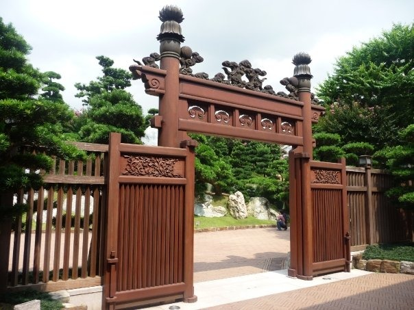 Gates to Nan Lian Garden