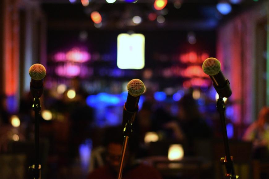 Open mic night in Dubai