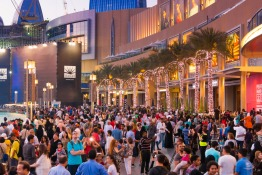 14 Hilarious Realities of Visiting Dubai Mall