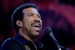 Pop Legend Lionel Richie Is Returning to Dubai Jazz Festival