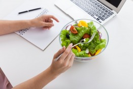 10 Ways to Stay Healthy at Your Desk