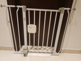 Adjustable Baby/toddler Security gate (First Years)