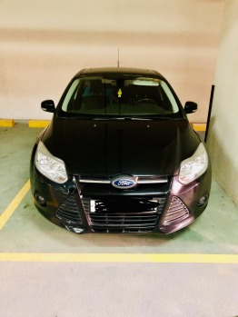 Black Ford Focus 2014 model