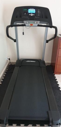 Life Fitness F1 Smart Threadmill