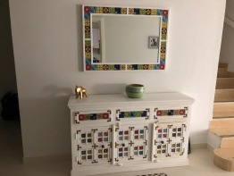 Indian stylish consule with mirror