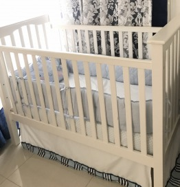 Nursery set crib and changing table with mattress  ( pottery barn)