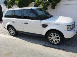 Western Lady Expat driven Range Rover Sport