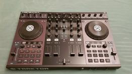 Traktor S4 MK1 DJ Controller