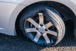 Risk AED 500 Fine, 4 Black Points For Using Expired Tyres in UAE
