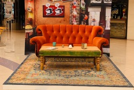 Friends Couch in Dubai at ExpatWoman's Festive Fair