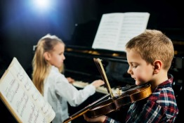 4 Benefits of Early Childhood Music Classes in Dubai