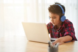 9 Behaviors to Look for in Children Addicted to Smart Devices