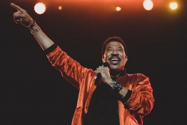 Lionel Richie Helps Couple Get Engaged During Dubai Jazz Festival