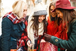 ExpatWoman's Christmas Market Watch Survey