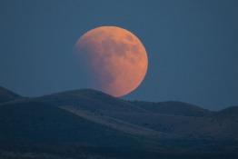 Admire the Super Blood Blue Moon in Abu Dhabi