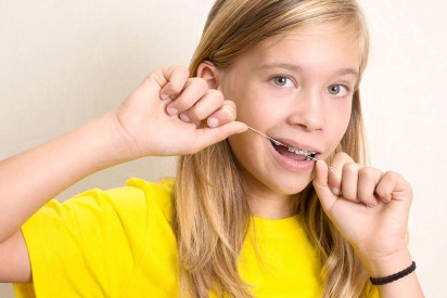 Can You Floss While Wearing Braces?