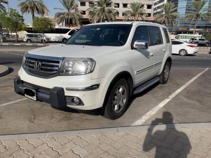 Lady Driven White Honda Pilot GCC Specs 2015 Model with full service history