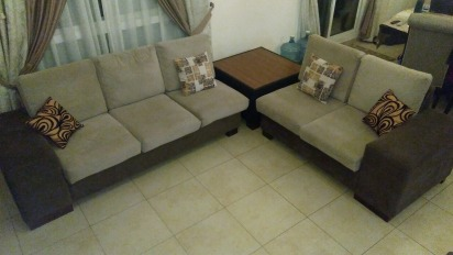 Amazing Sofa Set 3+2+2 With Corner Table, Perfect For A Corner Configuration, Very Good condition.