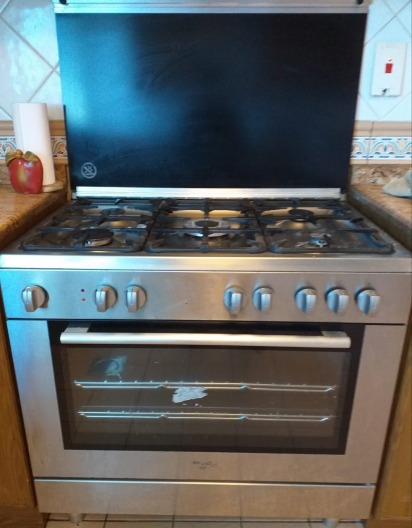 Whirlpool stove - Gas Cook Top & Oven- excellent condition - made in Italy