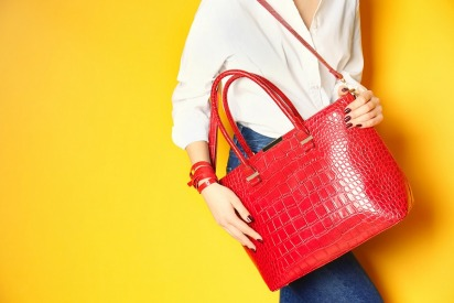 4 Easy Ways to Wear Red to Work