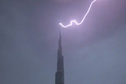 Lightning strikes Burj Khalifa in Dubai April 2019