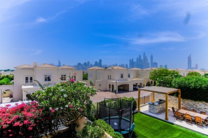 The Lakes Area Guide in Dubai