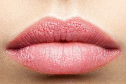 Non-surgical lip threading in Dubai