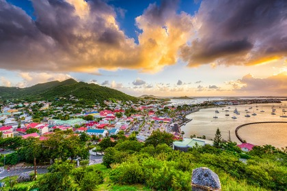 https://cdn.expatwoman.com/s3fs-public/styles/width_420/public/Netherlands-Antilles.jpg?itok=uAVH5jMg