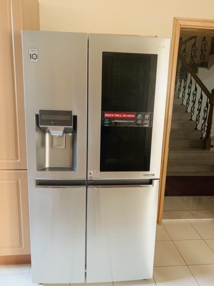 LG InstaView Door-Door Refrigirator