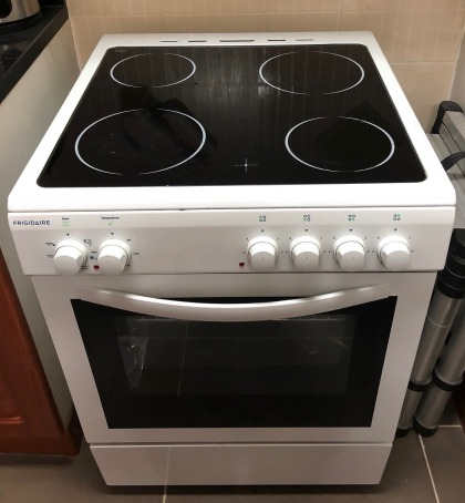 Electric oven and ceramic top cooker