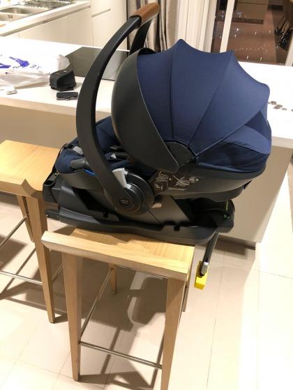 JOOLZ iZi GO European i-size isofix car seat (like new!!)